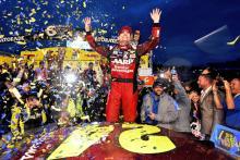 Gordon clinches season finale spot with Martinsville win