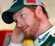 Practice crash costs Earnhardt Daytona pole