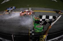 Stewart gets win in wild finish at Daytona
