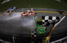 Stewart gets win in wild finish at Daytona