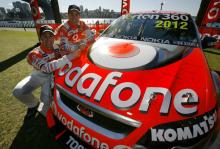TeamVodafone re-signs Whincup and Lowndes