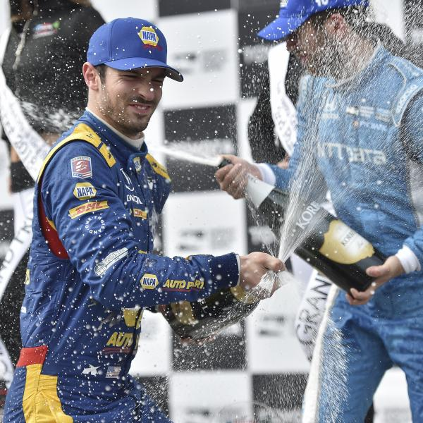 Rossi dominates en route to Long Beach IndyCar win