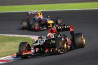 13.10.2013- Race, Romain Grosjean (FRA) Lotus F1 Team E21 leads Mark Webber (AUS) Red Bull Racing RB