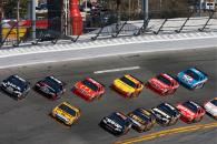 Casey Mears, Richard Childress Racing Chevrolet and Matt Kenseth, Roush Fenway Racing Ford lead a gr