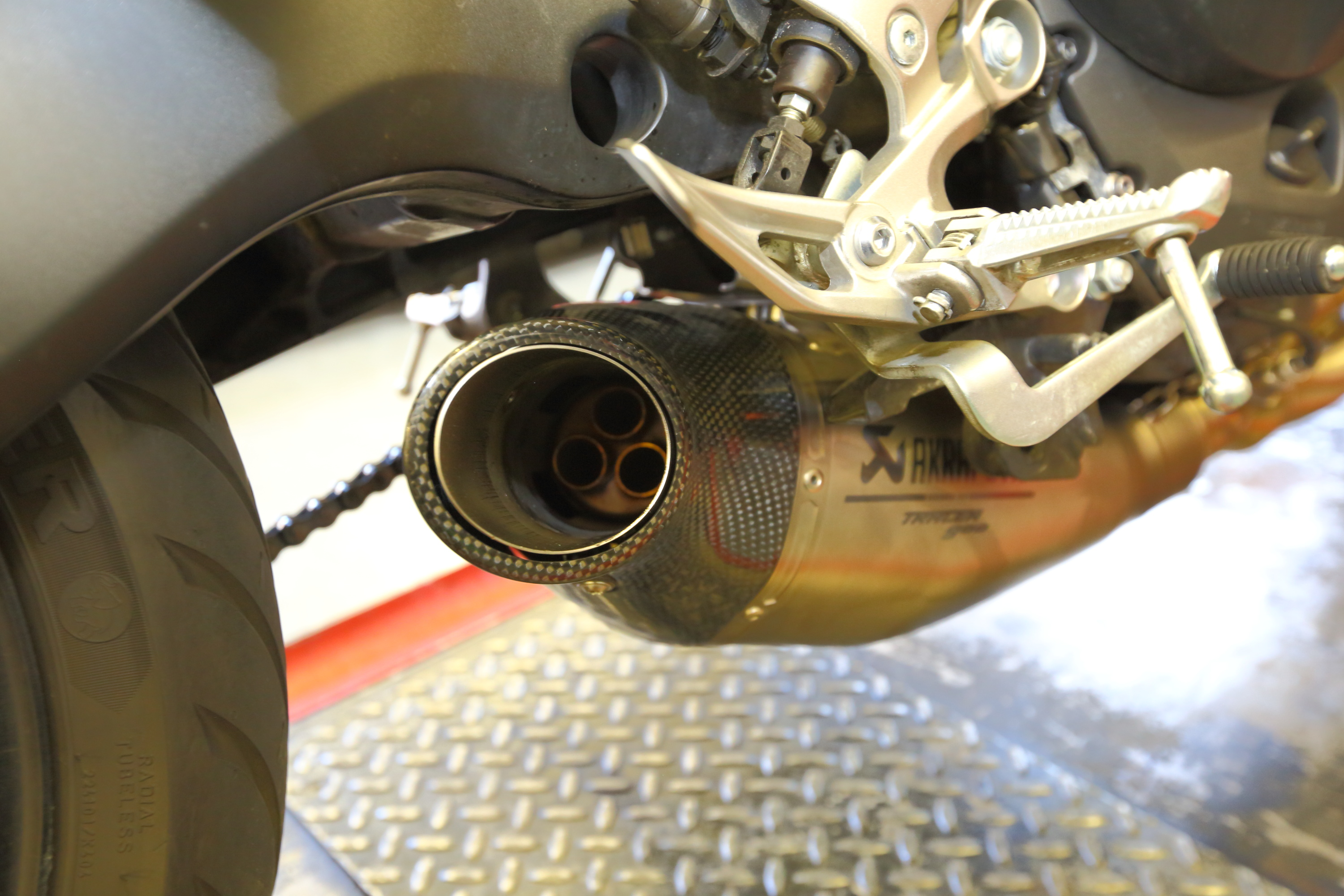 Tracer 900 Akrapovic exhaust fit