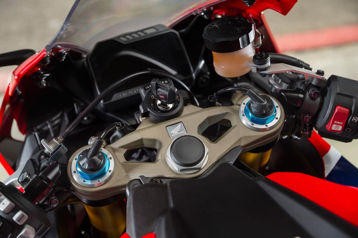 Honda CBR1000RR Fireblade SP1 Ohlins suspension