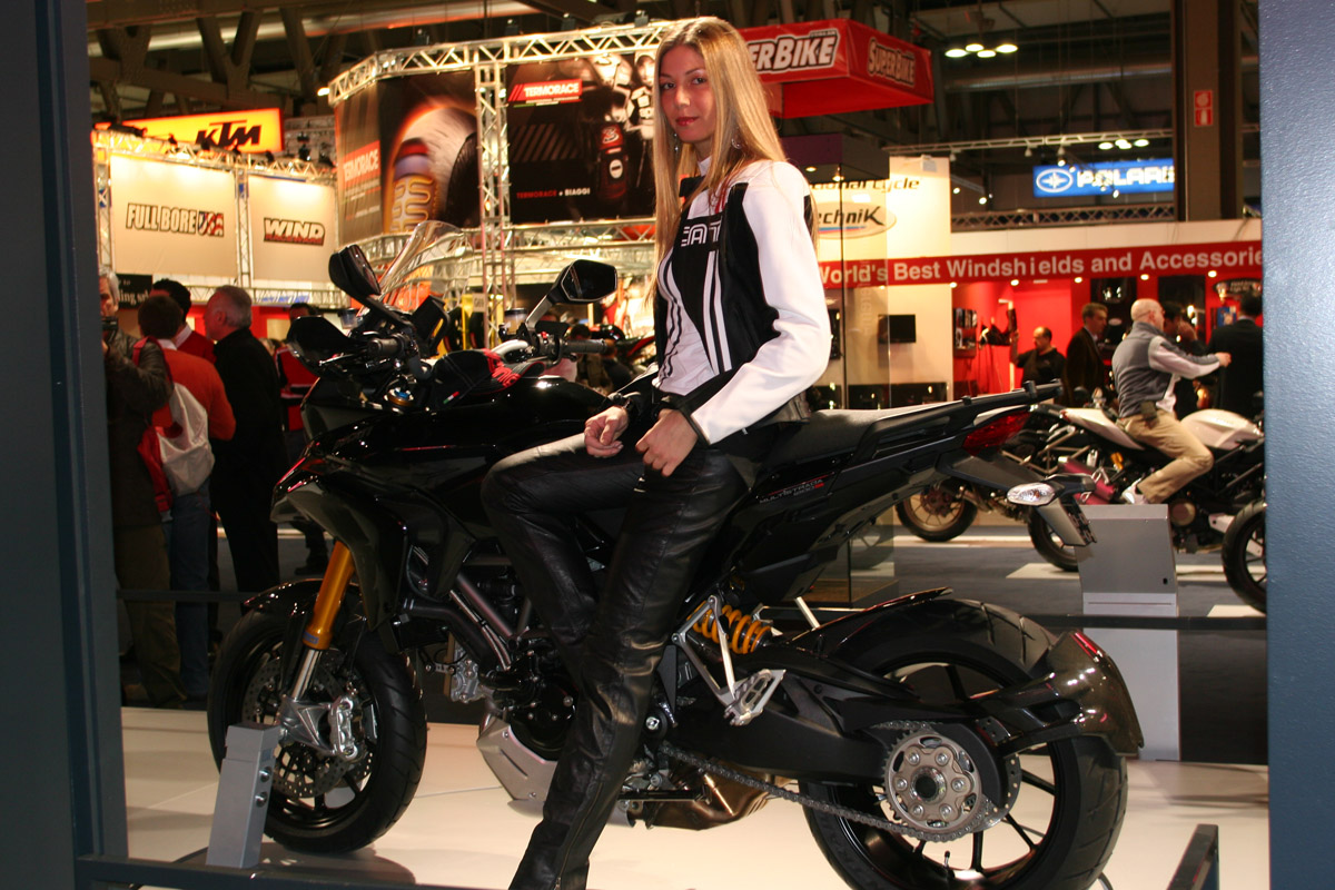 Gallery of girls from the Milan motorcycle show