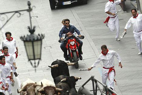 Tom Cruise takes Cameron Diaz on Ducati Hypermotard