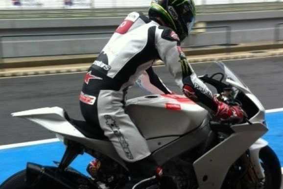 Davies in secret Aprilia RSV4 test