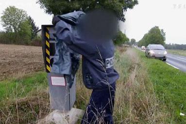 French police sabotage speed cameras
