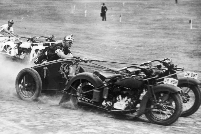 Caption that: British Superbike organisers considering exciting new rule change for title showdown