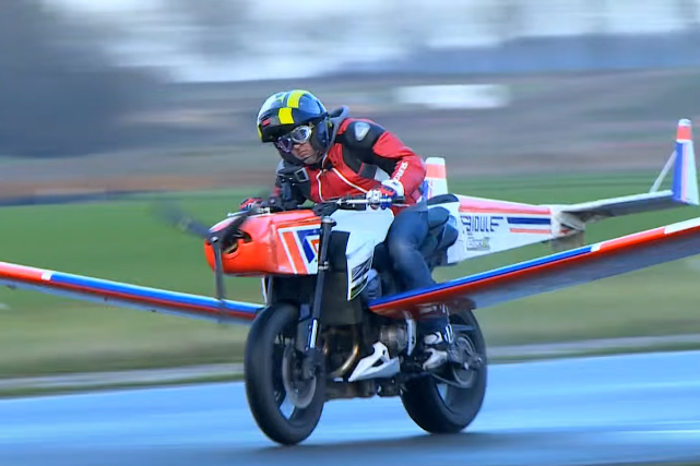 Video: Escaping the fuzz in France