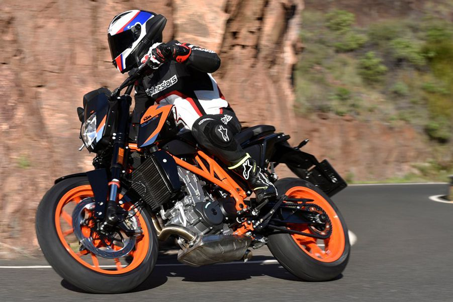KTM 690 Duke and 690 Duke R video review