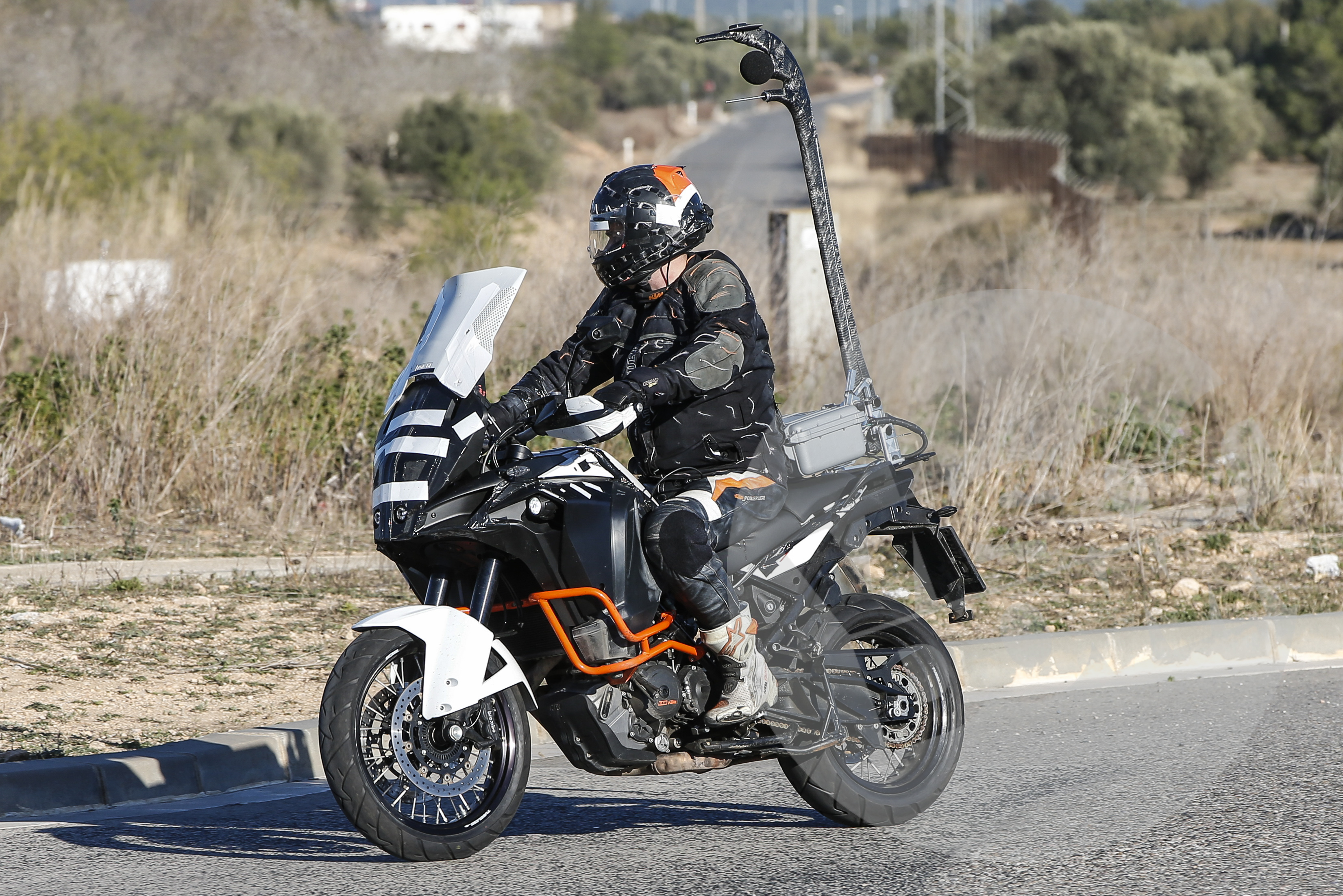 Spy shot: face-lifted KTM 1290 Super Adventure revealed