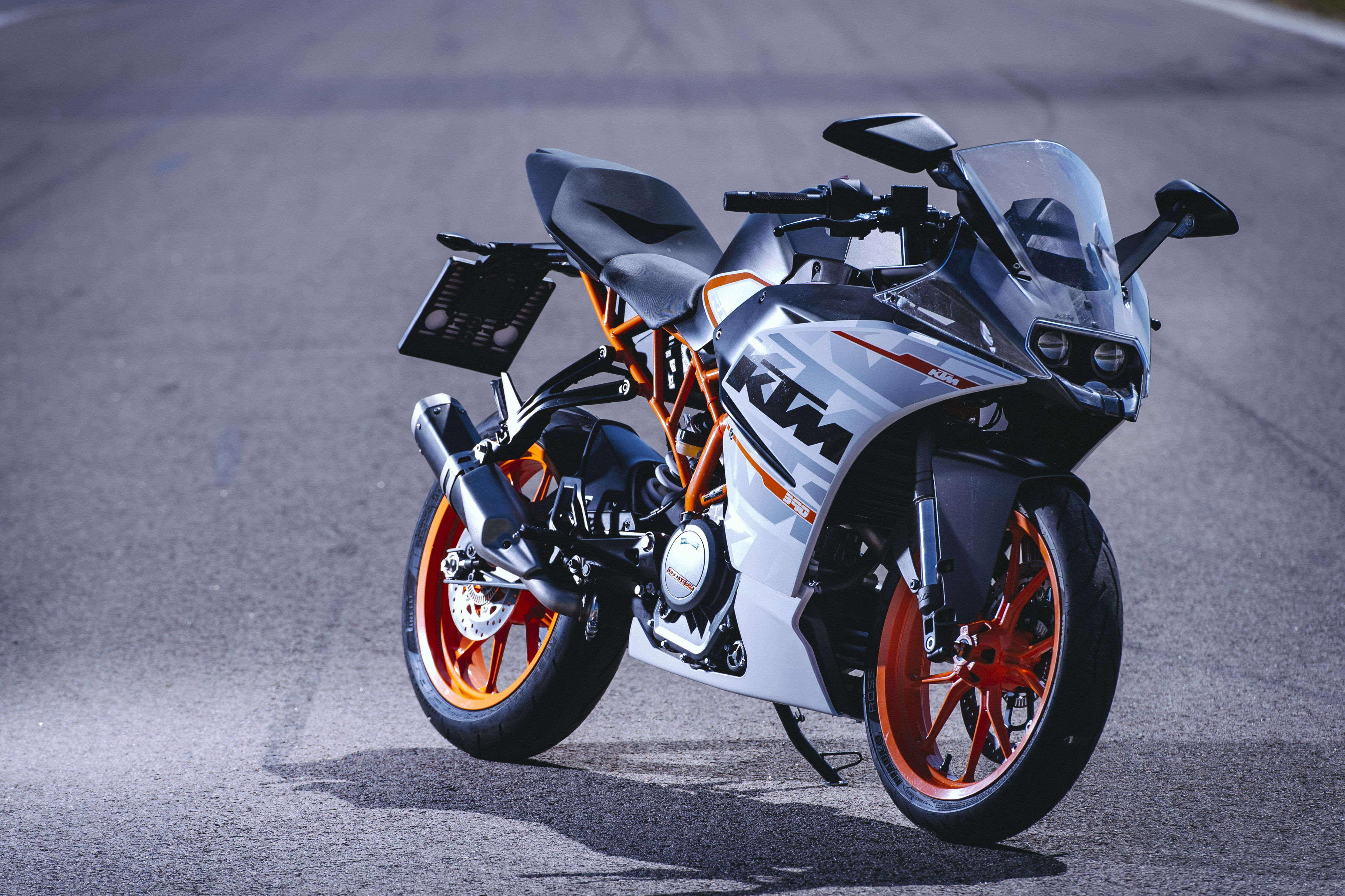 KTM updates the RC390 for 2016