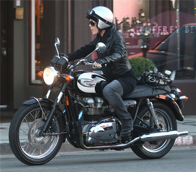 Pink burns her leg on motorcycle exhaust pipe
