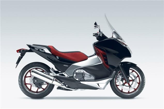 Honda to bridge the gap between bikes and scooters?