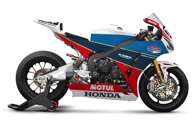 TT Legends Honda Fireblade: Classy