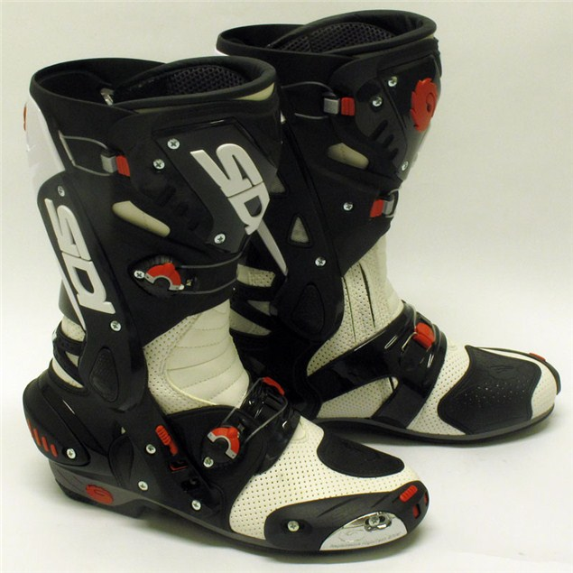 Showcase: Sports motorcycle boots