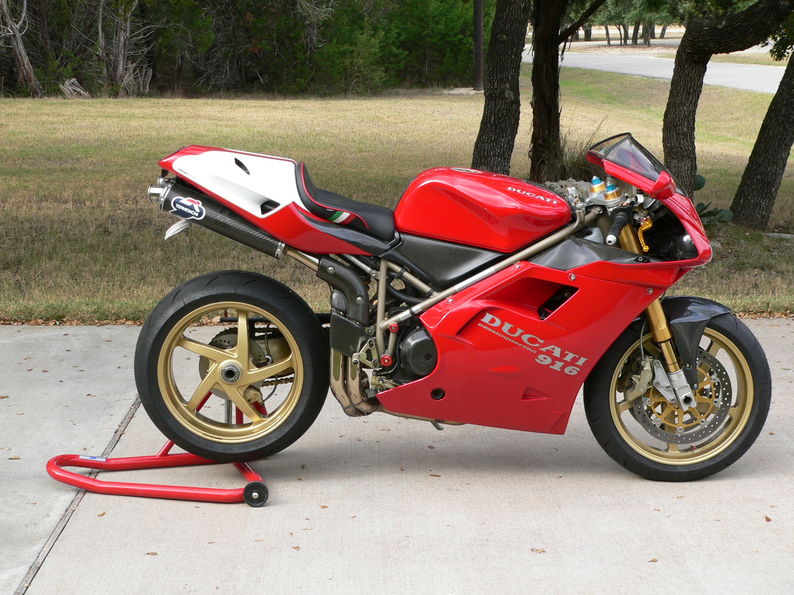 World's most beautiful motorcycle: Ducati's 916 celebrated