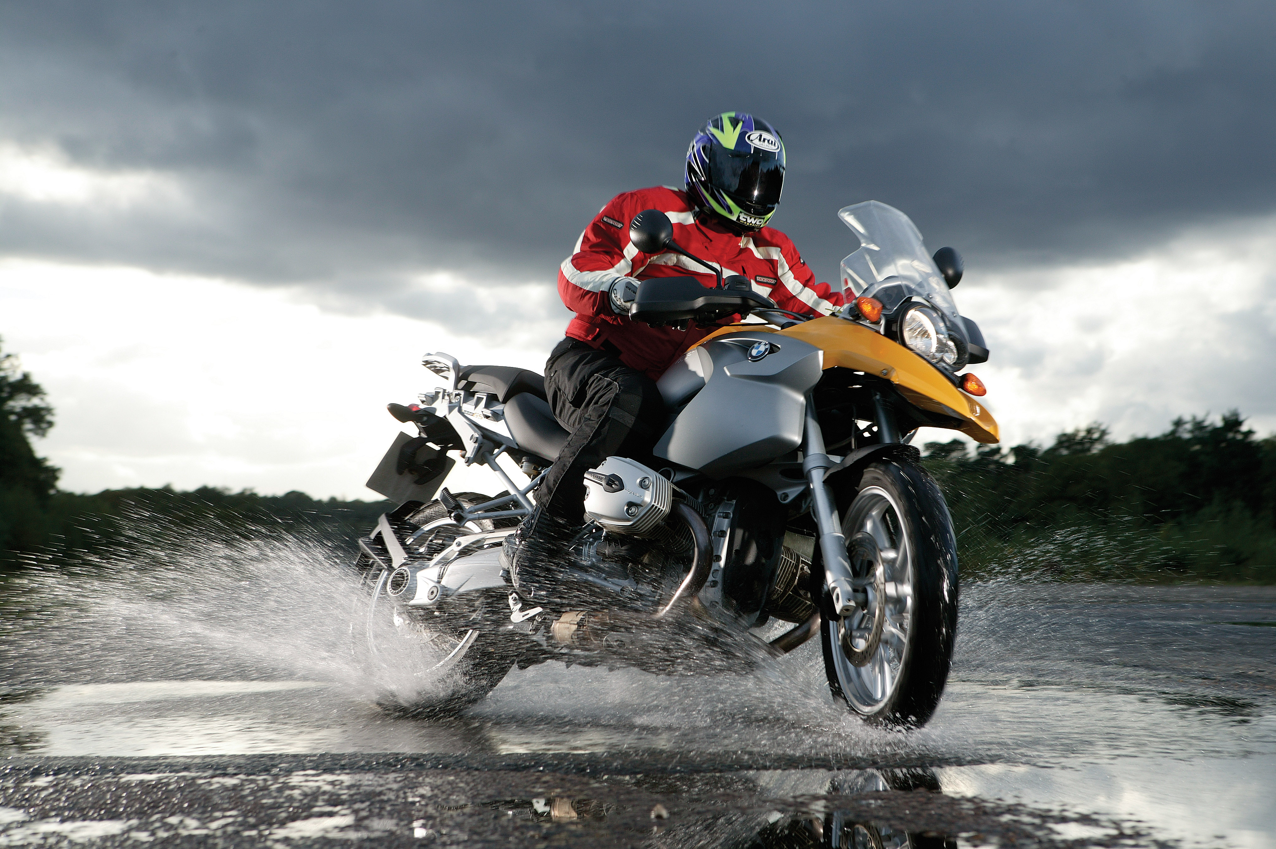 Wet weather motorcycle riding tips | Visordown