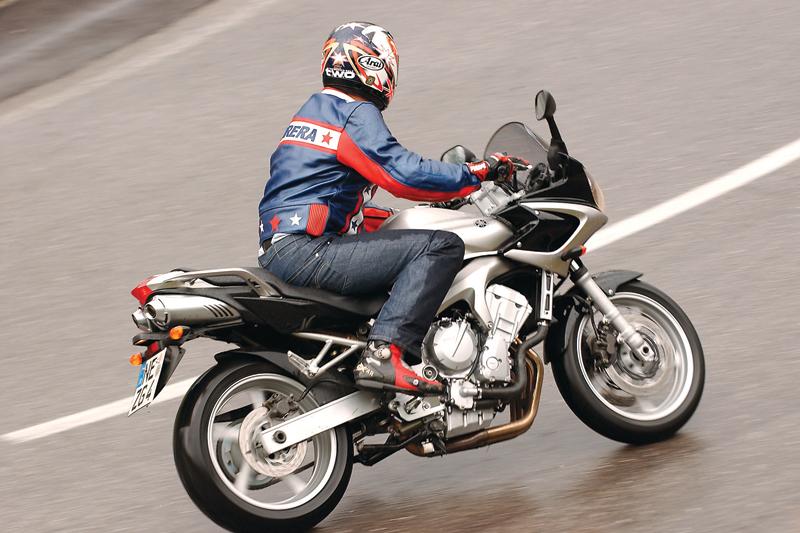 Yamaha FZ6 600 FAZER 2004 - Galerie moto - MOTOPLANETE