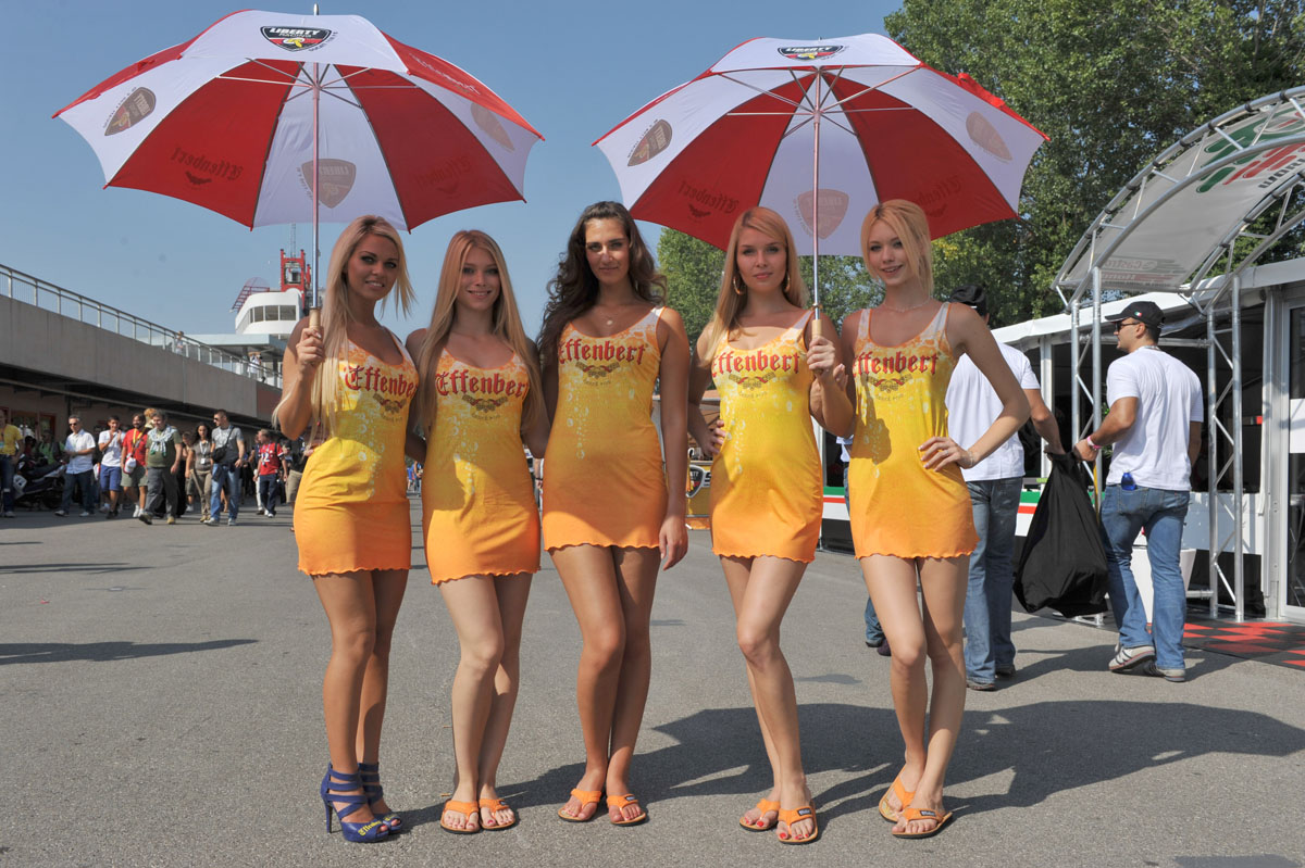 PITBABES: Australian Grid Girls Outfits | F1 Canada 2011