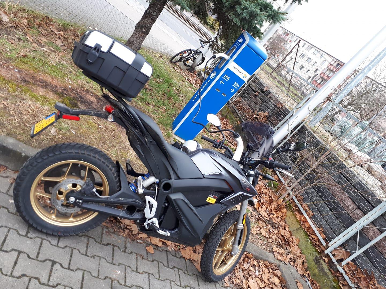 Zero rider breaks electric bike distance record