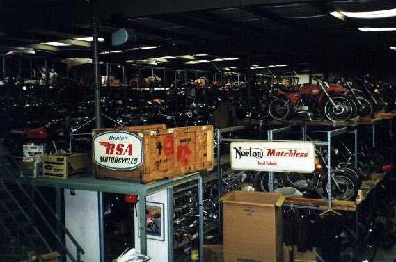 Взгляните на настоящую пещеру людей и потрясающую коллекцию классических мотоциклов.