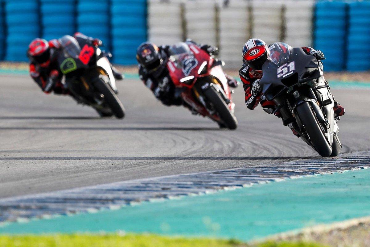 Гонщики Ducati тестируют Panigale V4S в Хересе, в 2 секундах от времени круга MotoGP