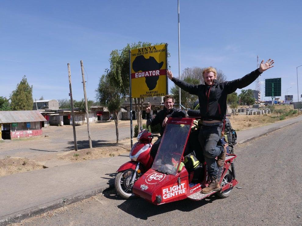 Новый мировой рекорд — самокат Honda с коляской едет по миру!