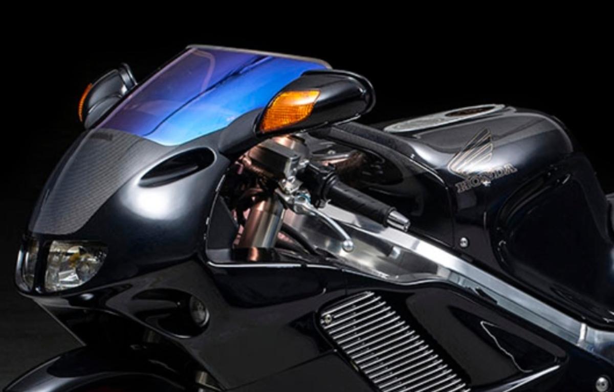 Самый редкий из редких: рекордная Honda NR 750 — мятно-черный