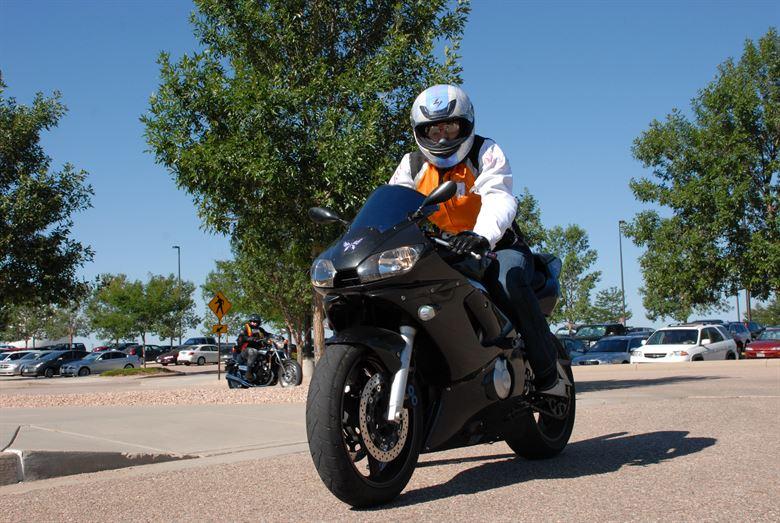 Тестирование и обучение мотоциклов возобновить после перерыва