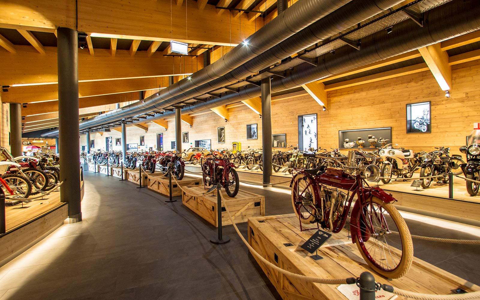 Сгорает музей Top Mountain Crosspoint — потеряно более 200 исторических мотоциклов