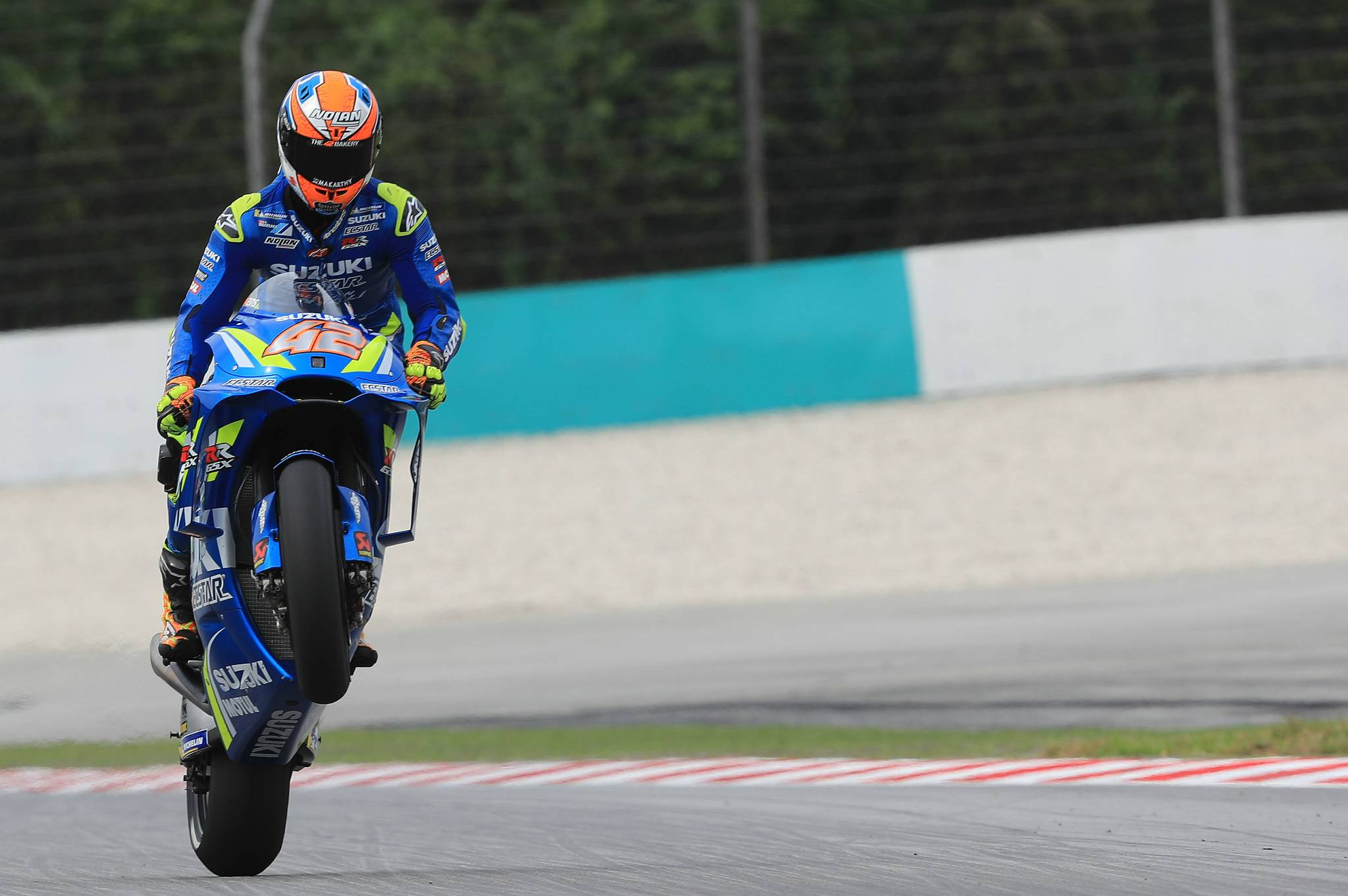 On Fire Rins Powers To The Front At Sepang Visordown