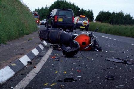 Трое полицейских обвиняются в опасном вождении после аварии на мотоцикле