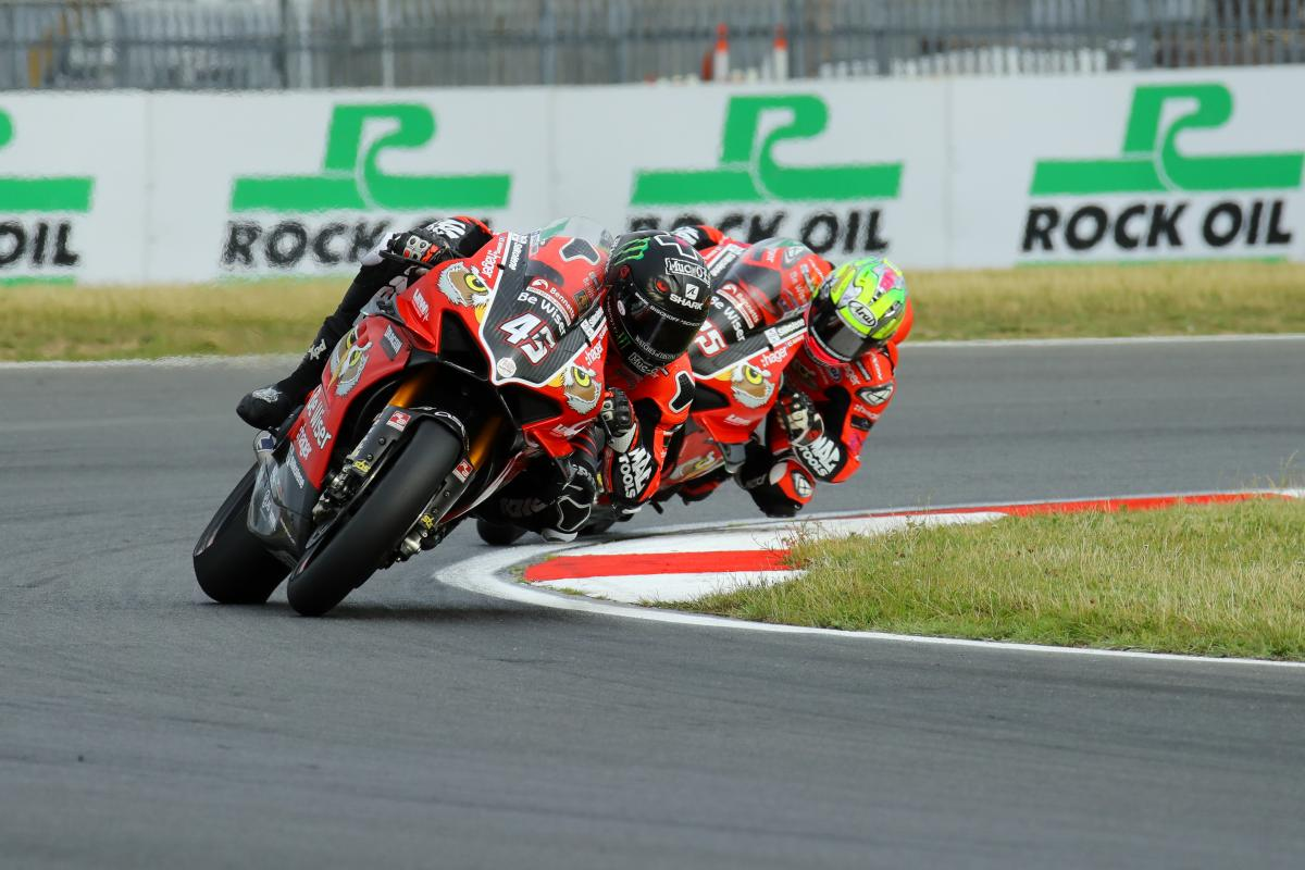 Redding stretches clear in classy Snetterton BSB double