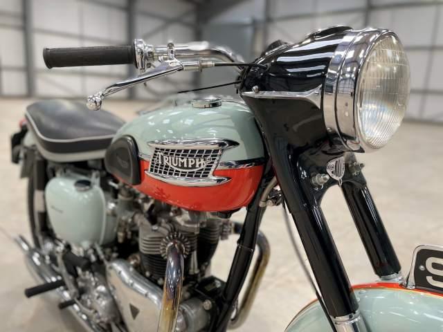 1959 Bonneville T120