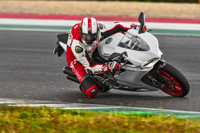 46 959 PANIGALE_UC30403_High.jpg