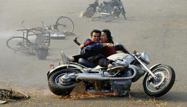 BMW R1200C, Tomorrow Never Dies, 1997