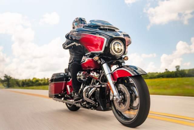 CVO-Street-Glide-Riding