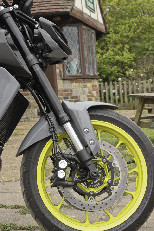 Yamaha MT-09 forks and brakes