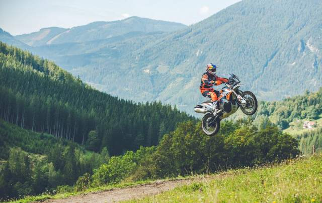 KTM 890 Adventure R and Adventure R Rally features, specs and rivals