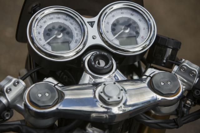 Triumph Thruxton R vs Bobber