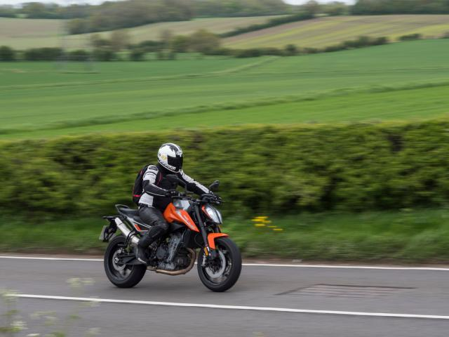 KTM 790 Duke vs Triumph Street Triple 765 vs Suzuki GSX-S750