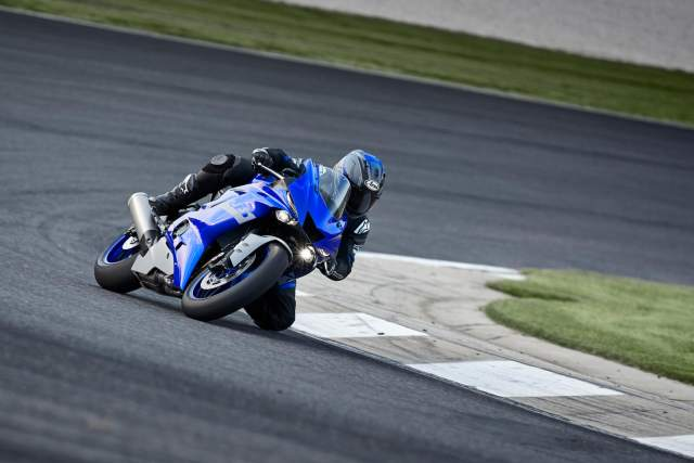 Yamaha R6 taking a corner