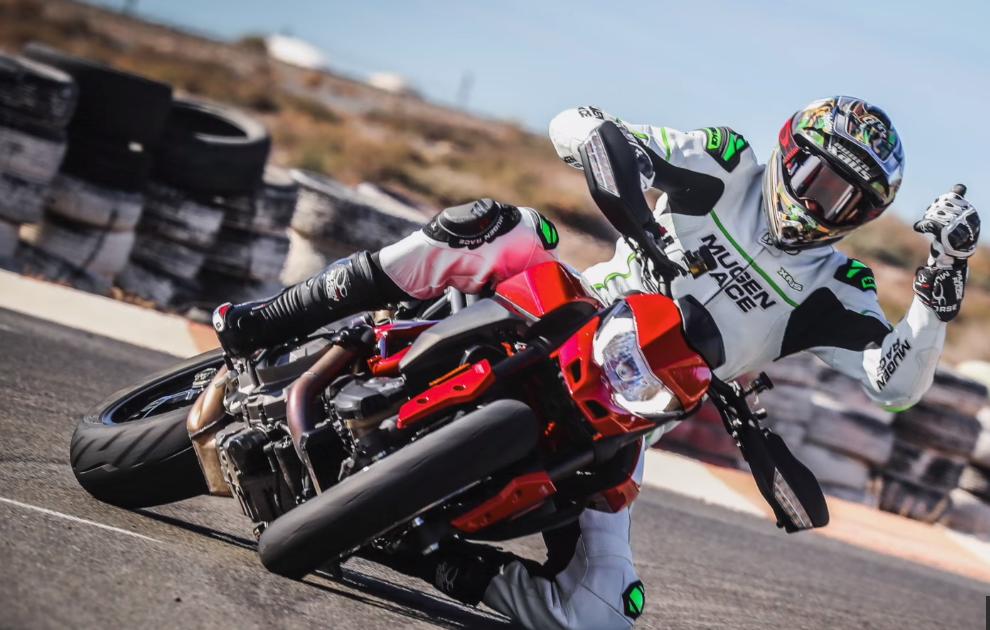 WATCH: Rubén Xaus drifts Ducati's new Hypermotard 950 | Visordown