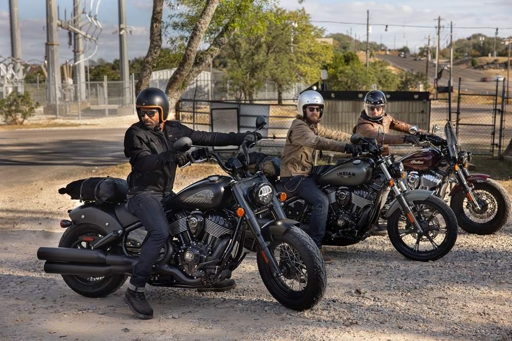 2022-ind-chiefbobberdarkhorse-lineup-riding