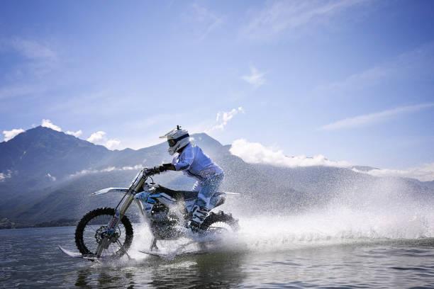 Italian nutter sets world lake-riding record