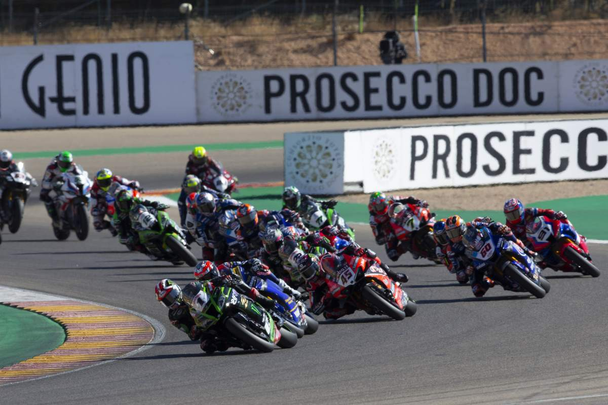 Start of the WorldSBK race at Aragon - Field, Group